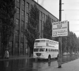 Bundesarchiv_B_14F003013-0010,_Berlin erstes Funkhaus DDR in Westberlin