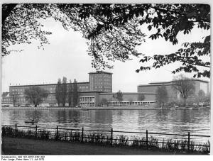 Berlin, Nalepastraße, Sendezentrum, Spree