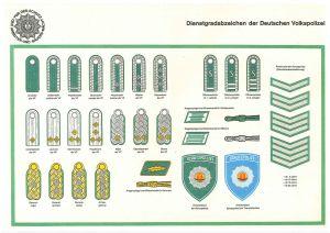 """Bildquelle: """"Dienstgradabzeichen Volkspolizei"""" von Polizeihistorische Sammlung der Polizei Dresden - Polizeihistorische Sammlung der Polizei Dresden. Lizenziert unter CC BY-SA 3.0 über Wikimedia Commons -"""