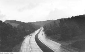 Autobahn bei der Dammmühle im Tanneberger Loch 1981 (heute- A4)