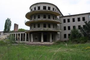 """Ruine des Ferienheims """"Fritz Heckert"""" im ehemaligen FDGB-Urlaubsort Gernrode, 2009"""
