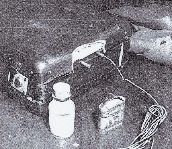 Wer meint, dass Johann Burianek, der mit dem abgebildeten funktionstüchtigen Sprengstoffkoffer in der DDR Attentate auf Eisenbahnbrücken ausführen wollte, ein Terrorist gewesen sei, wird mit Geldstrafe belegt.