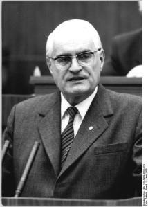 ADN-ZB Settnik 8.6.1989 Berlin: Volkskammer  Gerald Götting, Stellvertreter des Präsidenten der Volkskammer, ergriff das Wort zur 9. Tagung der Volkskammer der DDR.