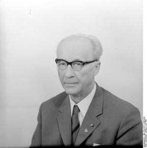 ADN-Zentralbild/Hochneder 11.7.1967 Prof. Dr. Johannes Dieckmann Stellvertretender Vorsitzender des Staatsrates der DDR, Präsident der Volkskammer der DDR, stellvertretender Vorsitzender der LDPD.