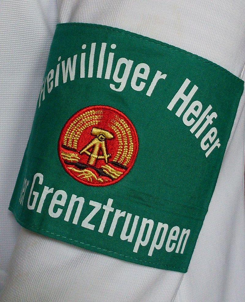 Armbinde der freiwilligen Helfer der Grenztruppen
