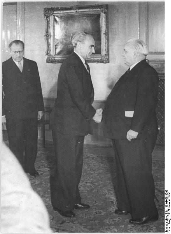 Berlin, DDR-Gründung, Vereidigung Heinrich Rau