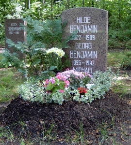 Grab von Hilde und Georg Benjamin auf dem Zentralfriedhof Friedrichsfelde in Berlin mit Sohn Michael