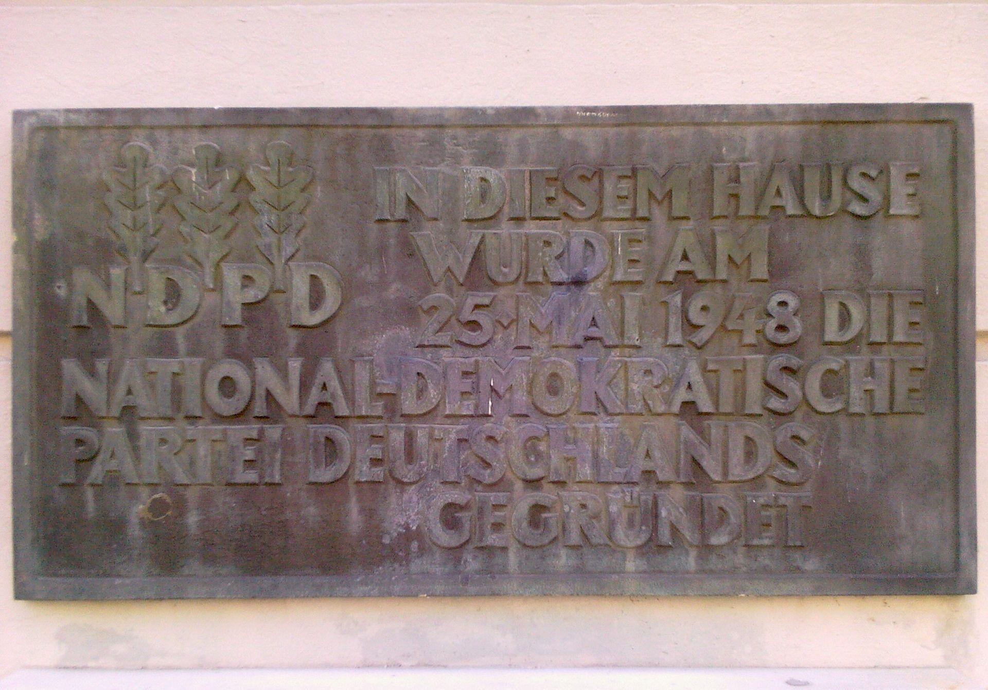 Weitere Einzelheiten Gedenktafel am Gründungsort der NDPD in Potsdam, Lindenstraße 44