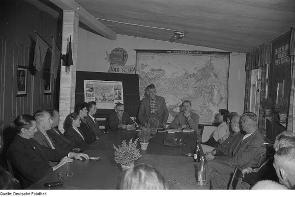 ERöffnung 4. Parteilehrjahr 1953 in einem Betrieb in Leipzig