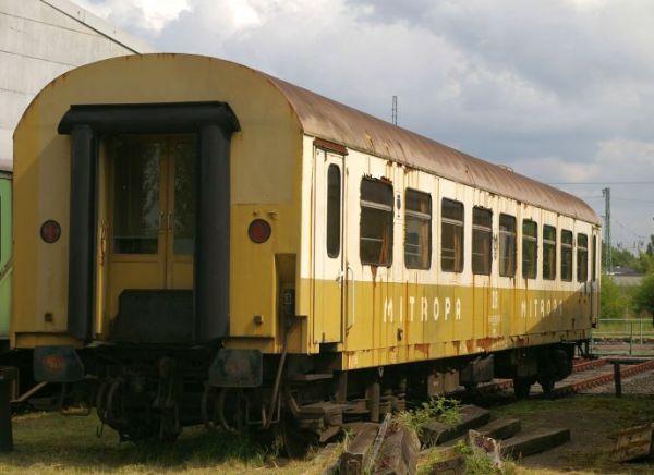 Auf dem Abstellgleis- Ehemaliger Speisewagen aus den Städteexpress-Zügen (ab 1976)