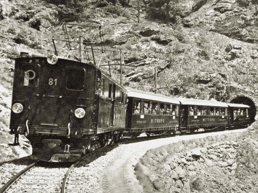 Zug mit MITROPA-Speisewagen auf der Rhätischen Bahn in der Schweiz (1928)