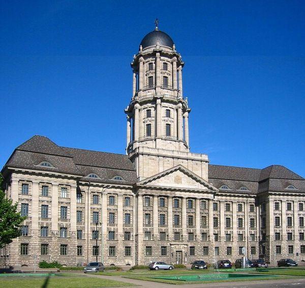 Sitz des Ministerrates von 1955 bis 1990. Das alte Stadthaus.