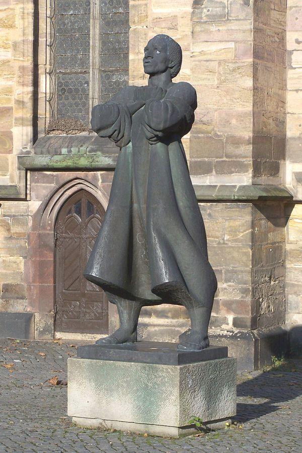 Thomas-Müntzer-Denkmal in Zwickau vor der Katharinenkirche.
