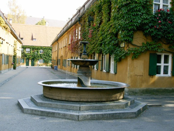 Brunnen in der Fuggerei
