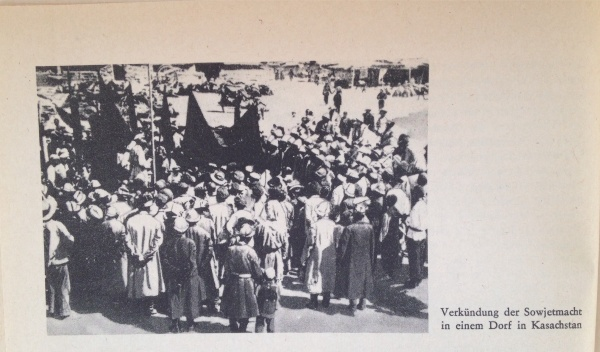 Verkündung Sowjetmacht in Dorf