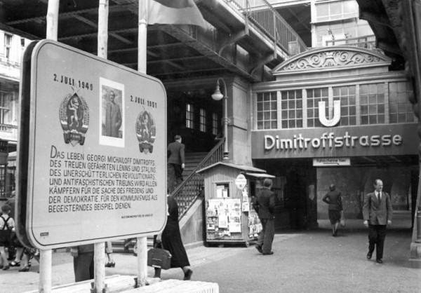 Gedenktafel an dem nach ihm benannten U-Bahnhof Dimitroffstraße (heute U-Bahnhof Eberswalder Straße) in Berlin-Prenzlauer Berg