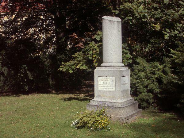 Fichte-Denkmal im Schlosspark von Rammenau