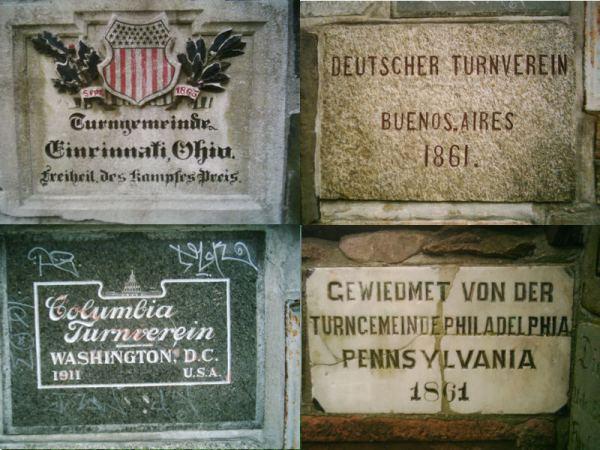 Widmungen am Jahndenkmal in der Berliner Hasenheide