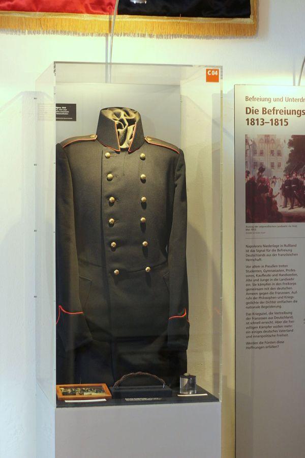 Uniform ausgestellt in der Erinnerungsstätte für die Freiheitsbewegungen in der deutschen Geschichte in Rastatt.