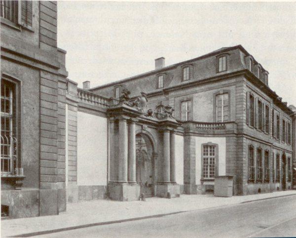 Weitere Einzelheiten Das Palais Thurn und Taxis in Frankfurt, Sitz des Bundestages