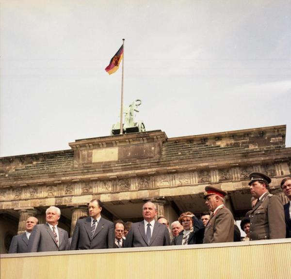 Berlin, Michail Gorbatschow an der Mauer