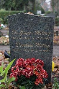 Grabstein von Günter Mittag auf dem Freidhof von Zepernick