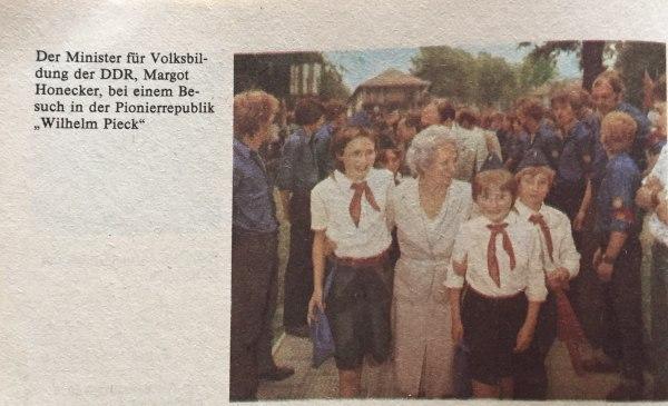 Margot Honecker besucht Pionierrepublik
