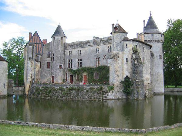 1280px-Chateau_la_brede