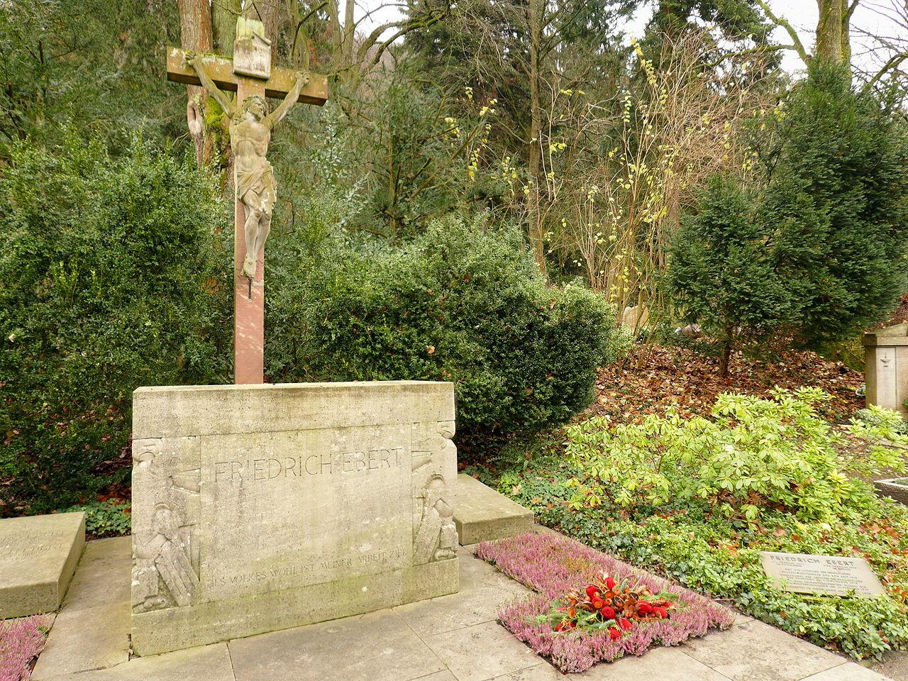 die grabanlage des reichspräsidenten friedrich ebert auf dem heidelberger bergfriedhof (abt. v neu)