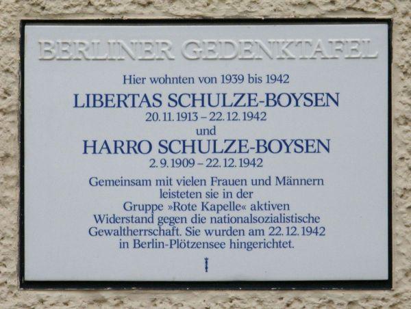 Berliner Gedenktafel für die Schulze-Boysens am Haus Altenburger Allee 19 in Berlin-Westend
