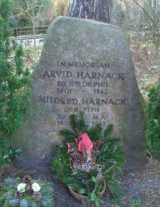 Gedenkstein für Arvid und Mildred Harnack auf dem Friedhof Zehlendorf in Berlin