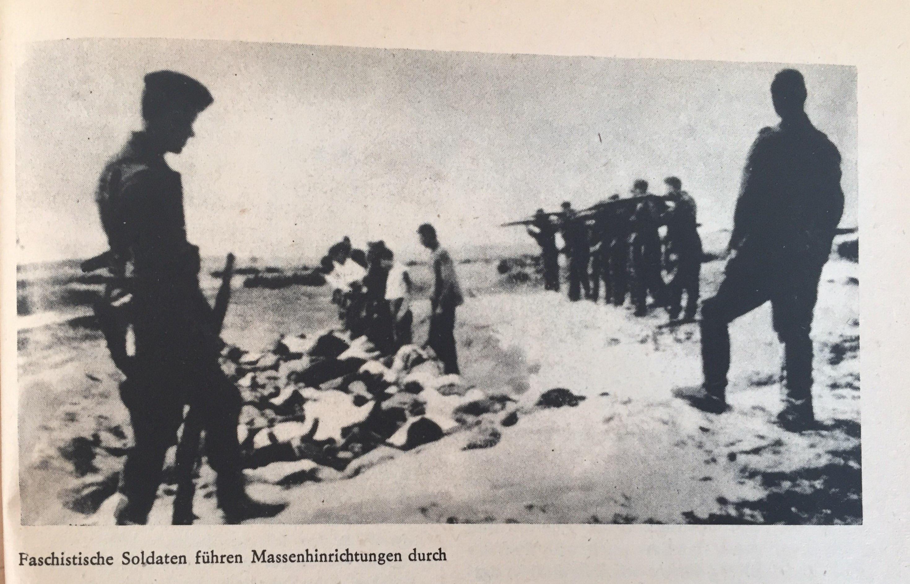 Faschistische Soldaten führen Massenhinrichtungen durch