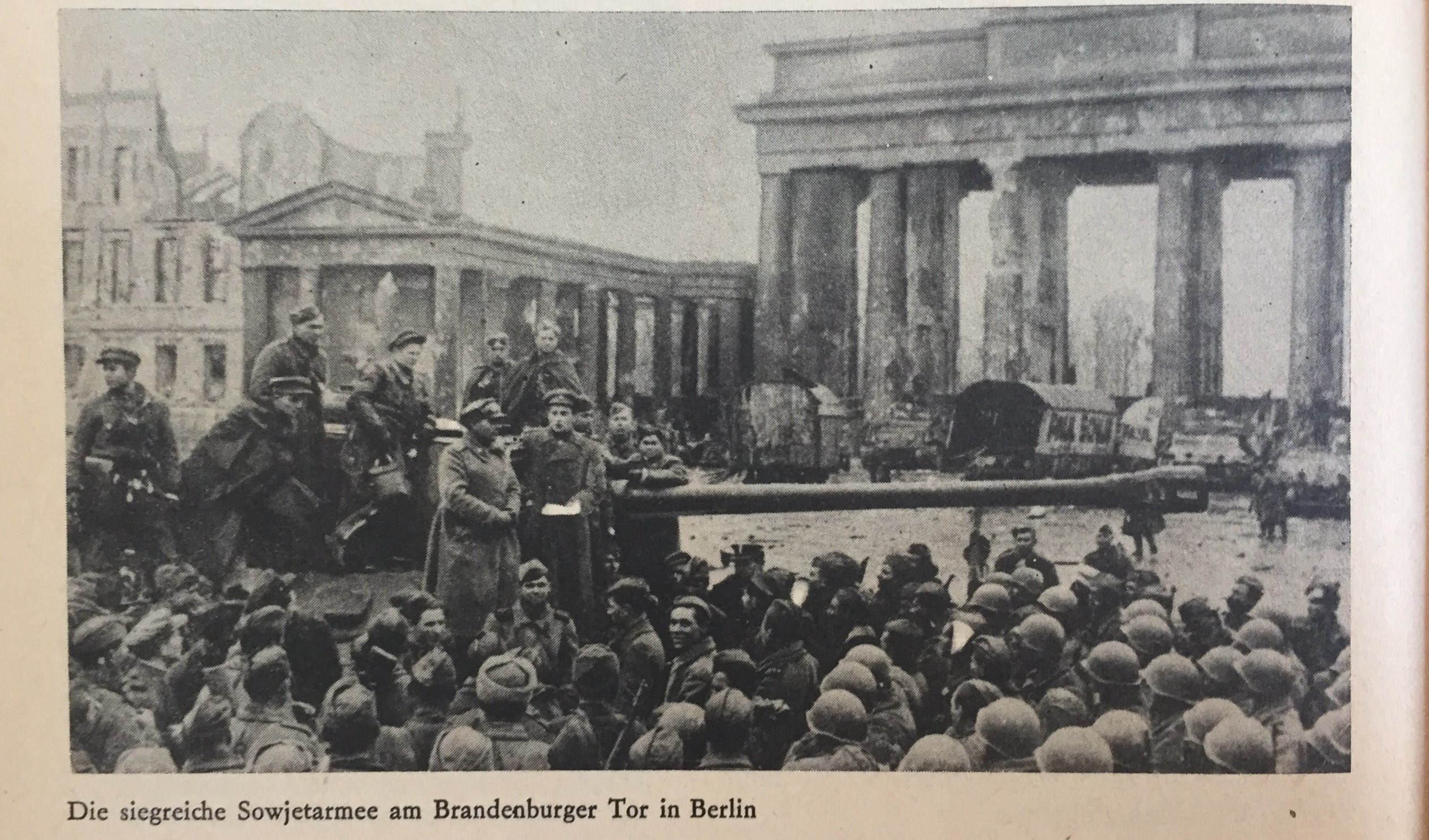 Sowjetarmee am Brandenburger Tor Berlin Kopie